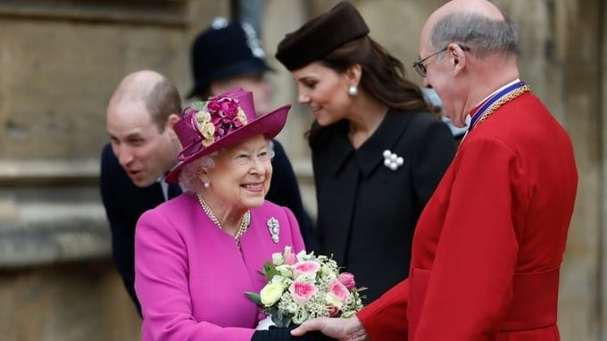 Queen attends Easter service at Windsor without Duke of Edinburgh