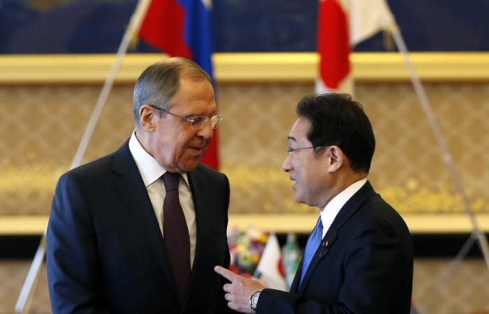 Clouds gather over island dispute talks between Putin, Abe
