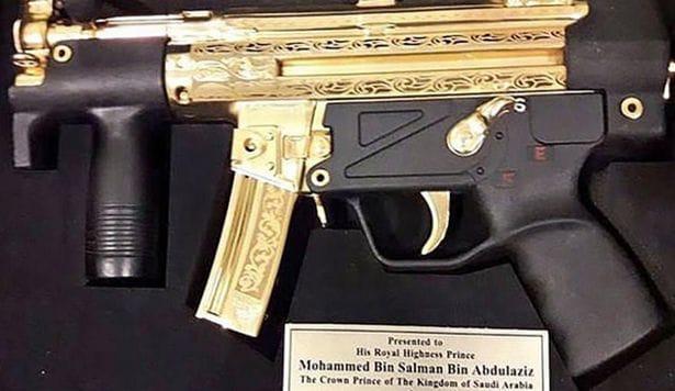 Pakistan gives Saudi Crown Prince gold machine gun before signing £15bn arms deal