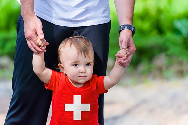 Swiss family commission insists proposed two-week paternity leave is not enough