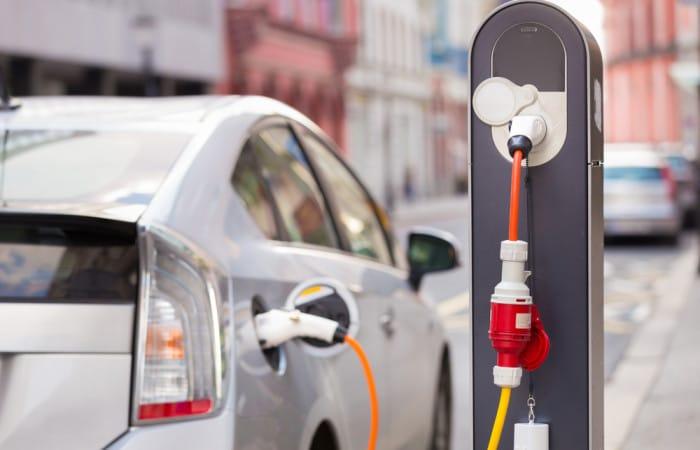 Swiss motorways to get 100 new electric vehicle charging stations