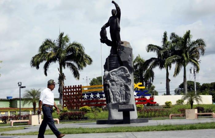 Venezuelan general implies Cuba killed Chavez to install Maduro in power