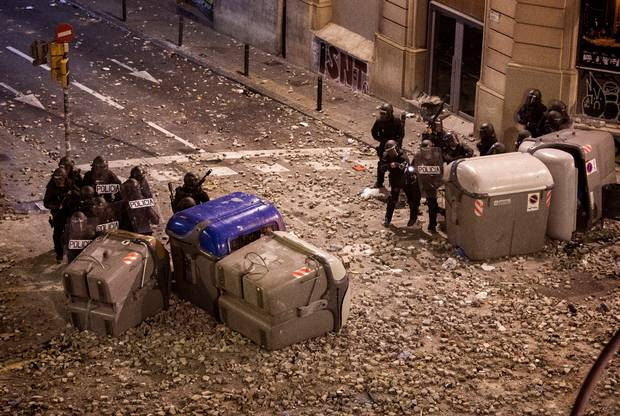 Barcelona protests: Police use rubber bullets, tear gas