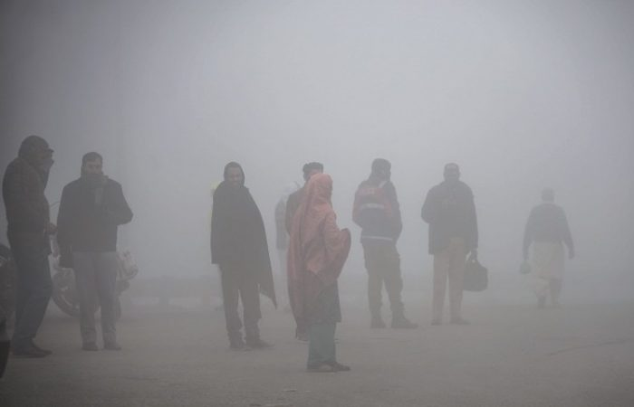 India: New Delhi diverts flights as millions endure 'eye-burning' smog