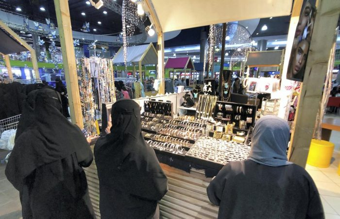 Saudi Arabia says shops to open 24 hours
