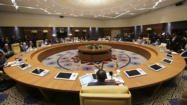 Libya's neighbours seek peace solutions at Algeria meeting