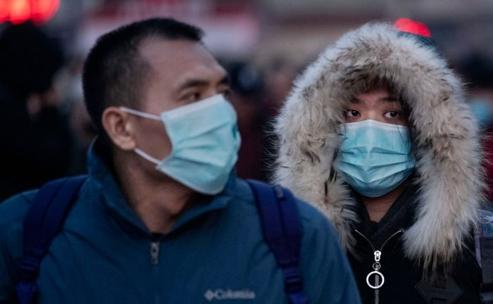 Virus outbreak grips China