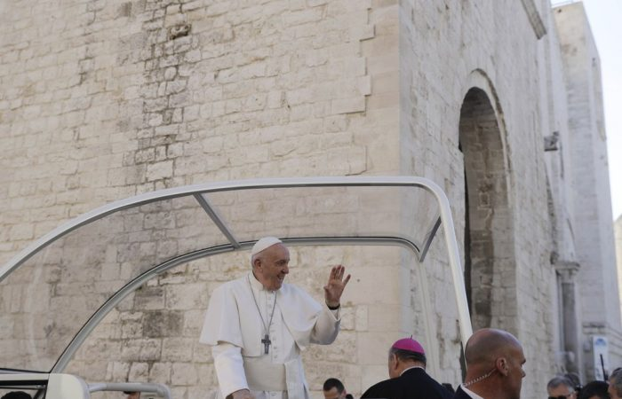 """Pope Francis cautions against """"unfair"""" Middle East peace plans"""