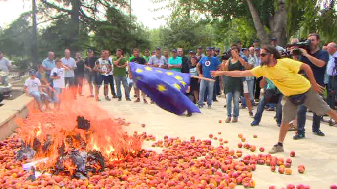 Spain: farmers protest against low food prices