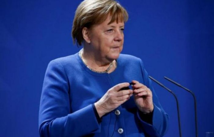 Merkel urges Libyan PM to sign ceasefire agreement