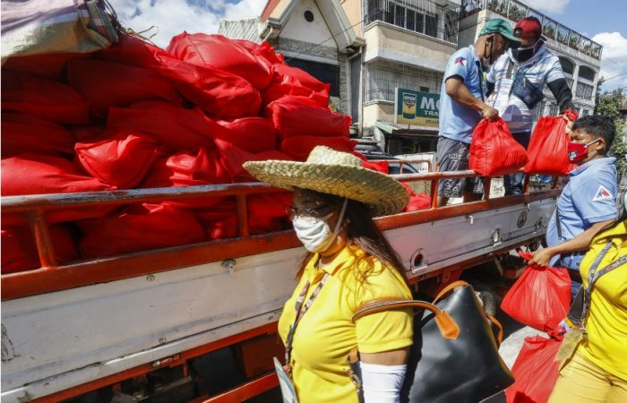 Philippines: people stranded in capital due to pandemic