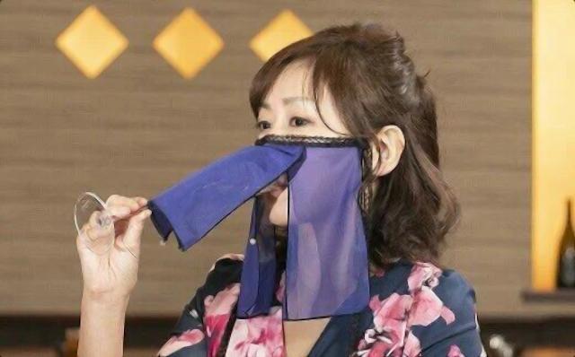 Tokyo urges shorter timings for bars, restaurants in COVID-19 struggle