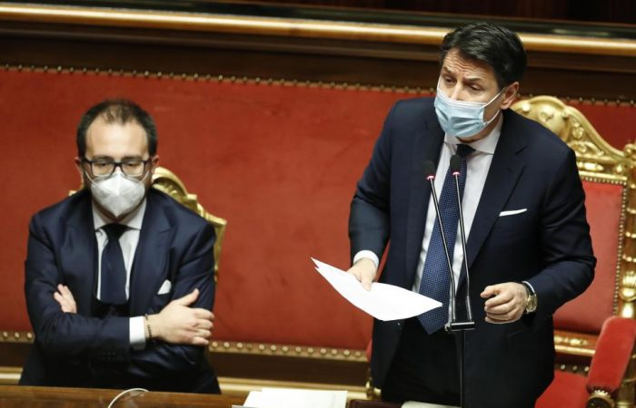 Italy: PM wins confidence vote but loses majority