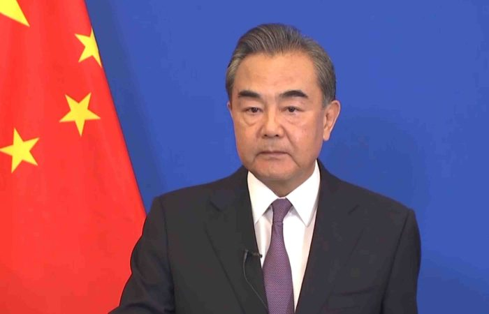 China: relations with US at 'new crossroads'