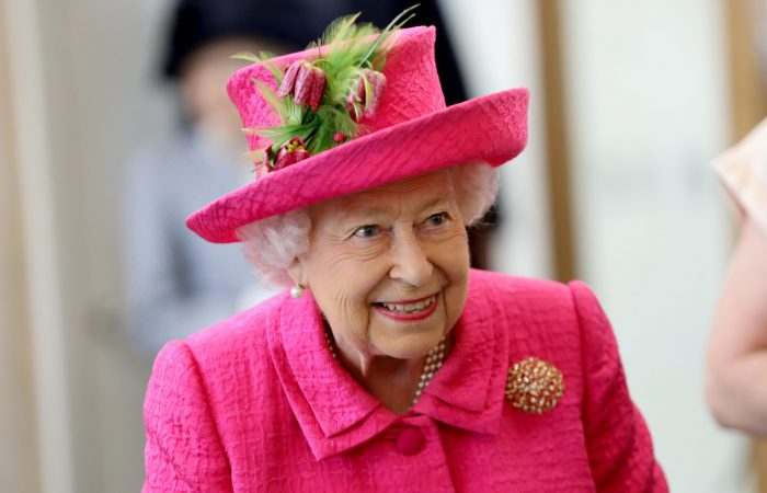 Queen: COVID vaccine is quick, painless and helps people