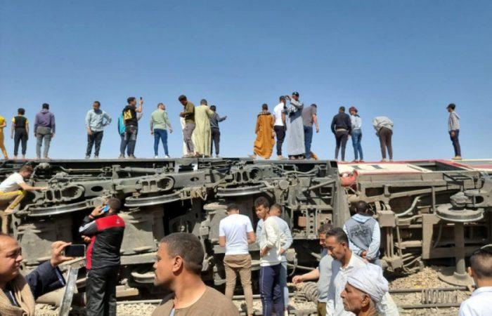 Train collision kills 32 in southern Egypt