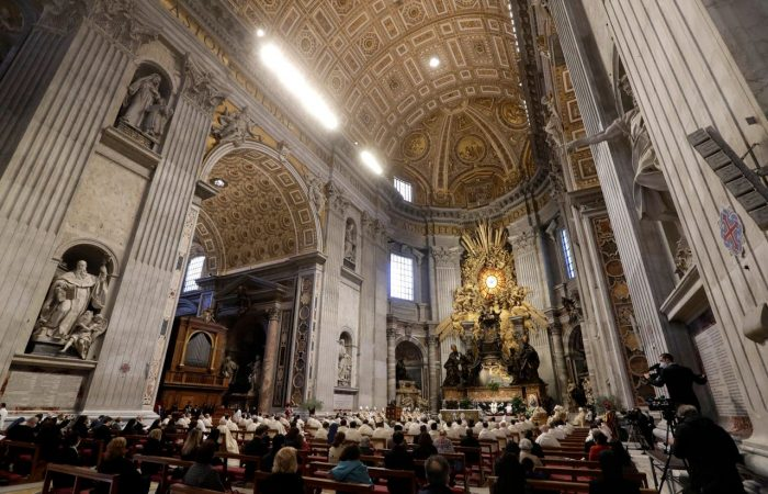 Vatican: Pope Francis opens final Holy Week services