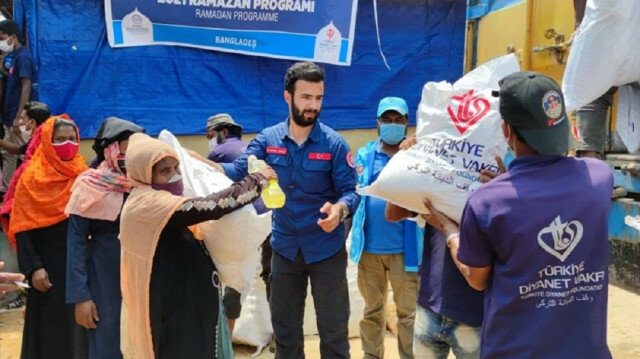 Turkey provides food packages to Rohingya in Bangladesh