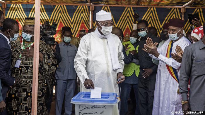 Washington orders diplomats to leave Chad as rebels near capital