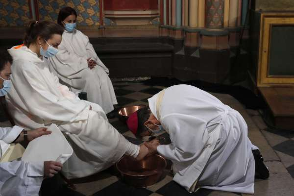 Holy Thursday service held at fire-ravaged Notre Dame