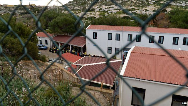 Lampedusa migrant centre overwhelmed by wave of arrivals