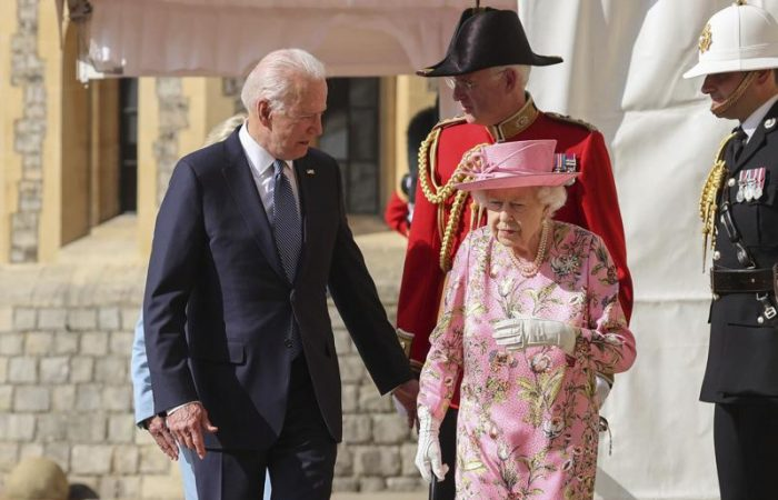 Another US President breaches typical royal protocol, again